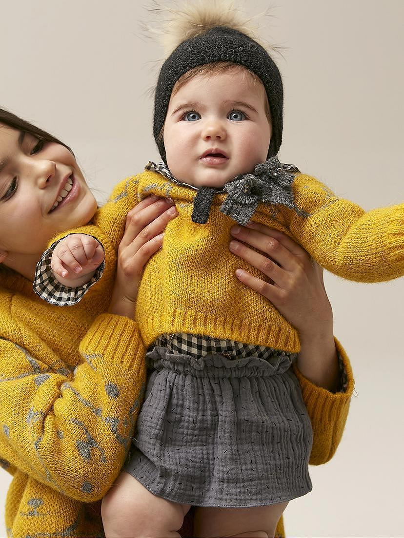Conjunto Nanos de bebé niña con jersey mostaza