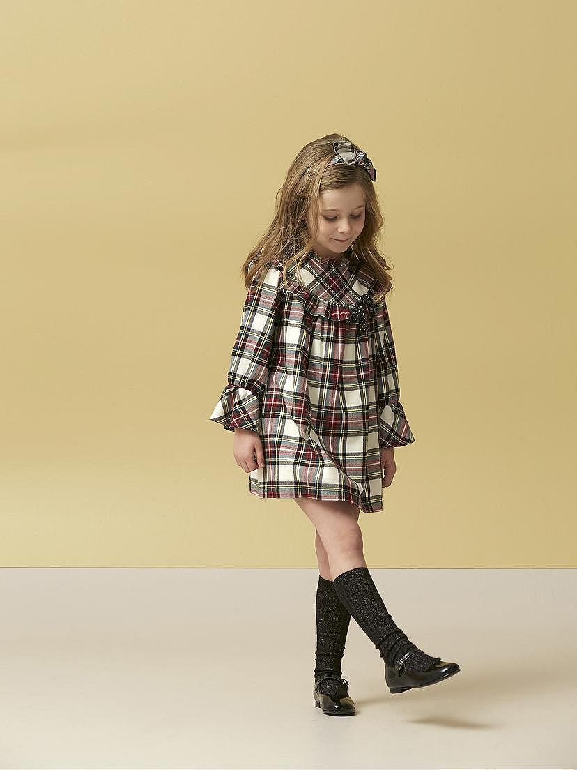 Look Nanos de niña con vestido escocés