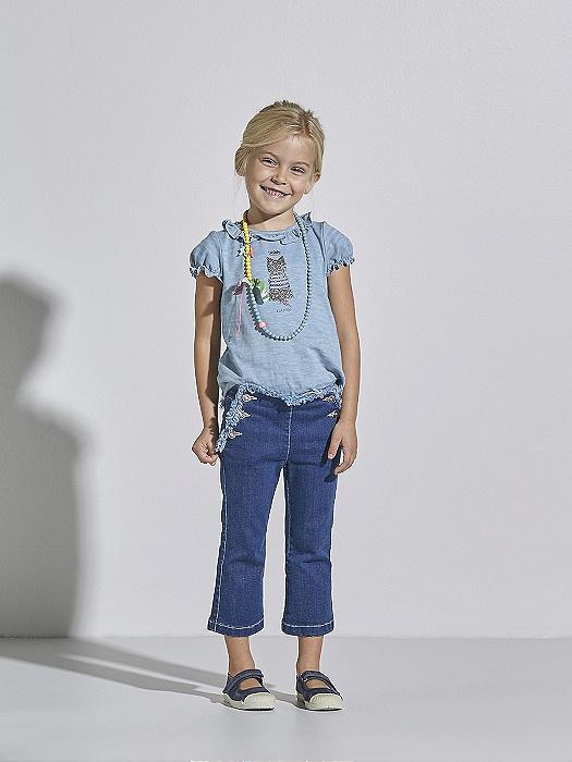 Conjunto de niña Nanos de camiseta y jeans para ir de vacaciones