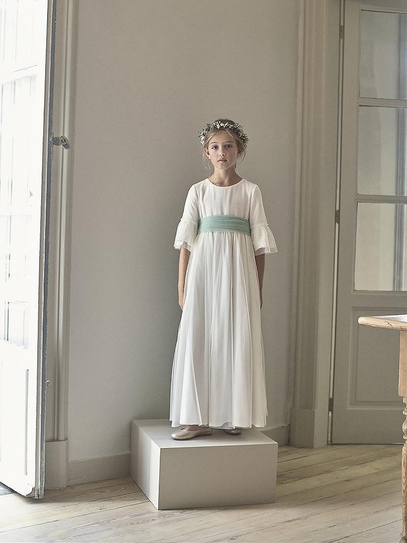 Vestido comunición niña 2021 con lazo azul en tendencias Nanos