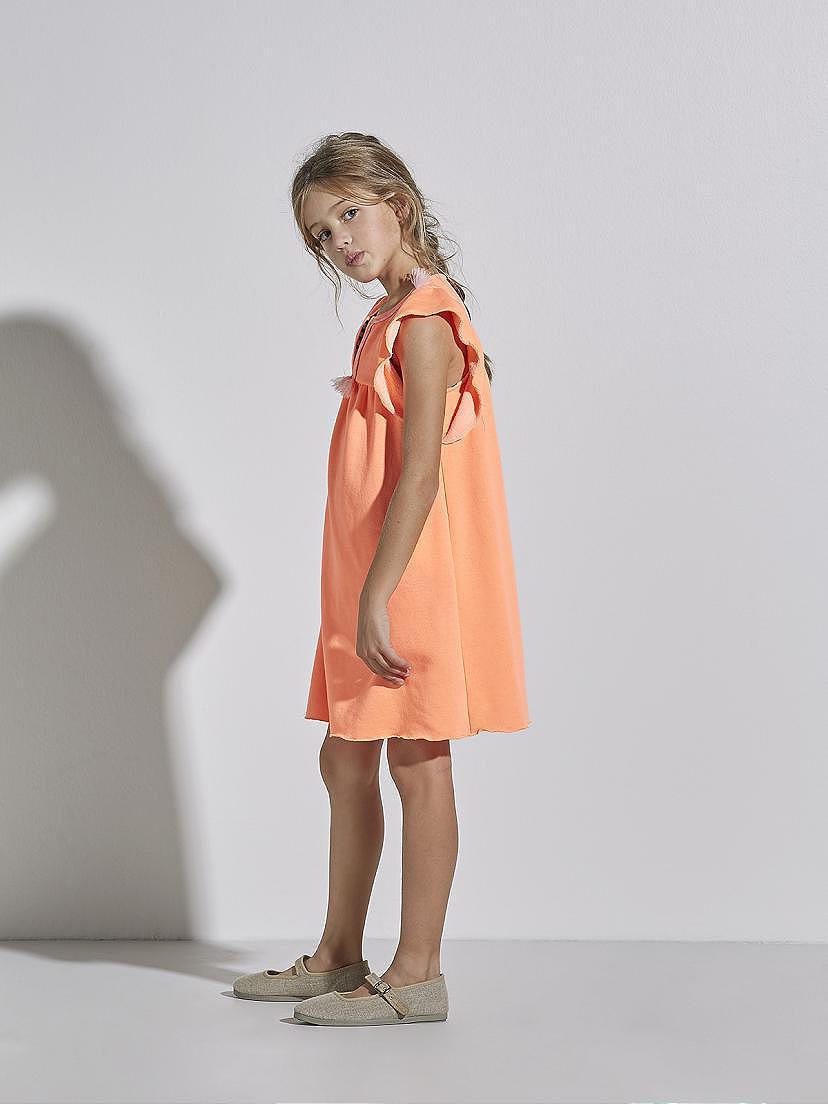 Look de vestido de verano Nanos para ir a la moda en la playa
